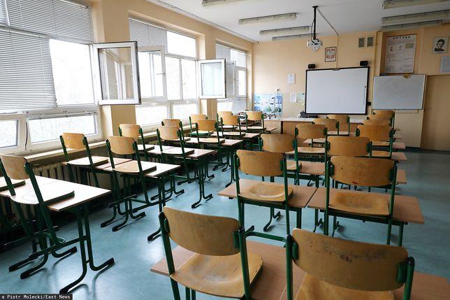 Epidemia koronawiursa – pusta sala lekcyjna
