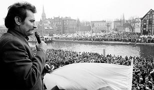 Lech Wałęsa przemawia w Bydgoszczy 20 marca 1981 r., dzień po pobiciu Jana Rulewskiego przez milicję