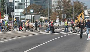 """W ciągu ostatnich 48 godzin potrącono na przejściach dla pieszych troje dzieci. MJN: """"To warszawska codzienność"""""""