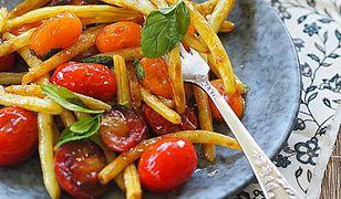 Fasolka szparagowa z pomidorami w sosie z harrisą. Sezonowy obiad