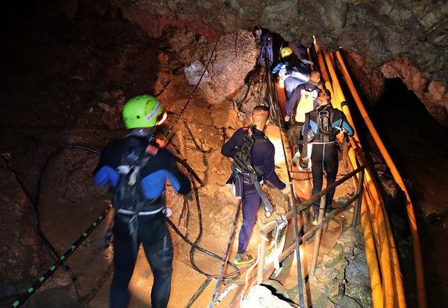 Tajlandia: nowy dzień akcji ratunkowej. Wciąż 9 uwięzionych w jaskini Tham Luang