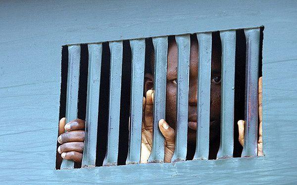 Atak na więzienie w Nigerii. Uciekło co najmniej 50 więźniów
