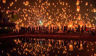 Odbywające się raz do roku święto Loy krathong to niezwykłe i pełne magii zjawisko, które dla Tajów jest czasem zadumy, nadziei i radości