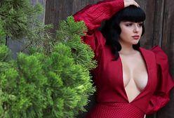Ariel Winter pozuje w sukni z dekoltem do pępka. Seksownie czy wulgarnie?