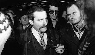Lech Wałęsa na lotnisku w Warszawie przed wylotem do Rzymu, 13 stycznia 1981 r.