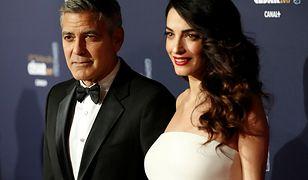 Amal Clooney na randce z mężem. Jej suknia wygląda jak z czerwonego dywanu