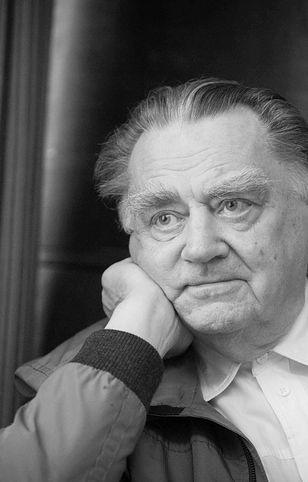 Żałoba narodowa po śmierci premiera Jana Olszewskiego.