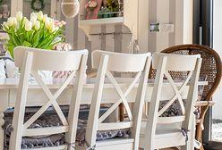 Pokrowce na krzesła – jakie wybrać i jak uszyć je samodzielnie?