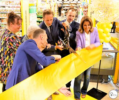 """W holenderskim supermarkecie w mieście Vlijmen oficjalnie otwarto """"kawowy kącik przeciwko samotności"""""""