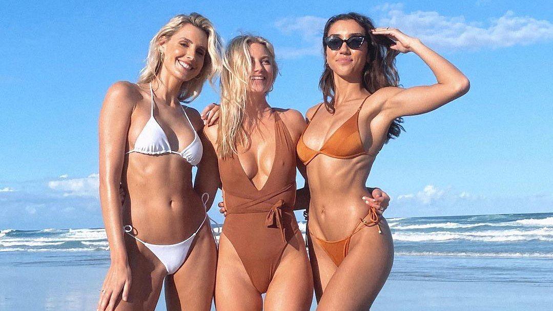 Byron Bay przyciągnęło ostatnio wiele influencerek, w tym Laurę Dundovic (po lewej), Cassie Cameron (w środku) i Shannon Lawson (po prawej). One rzekomo nie wystąpią w show Netflixa