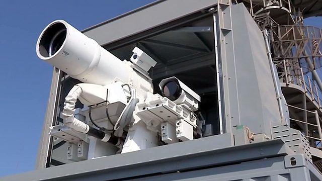 Amerykanie przetestowali pierwszą na świecie aktywną broń laserową. To nagranie udowadnia jej skuteczność
