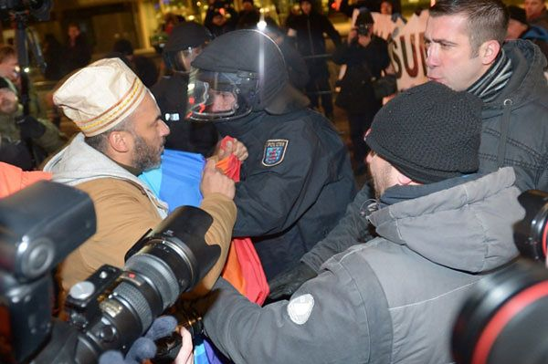 Starcia demonstrantów z policją w Lipsku