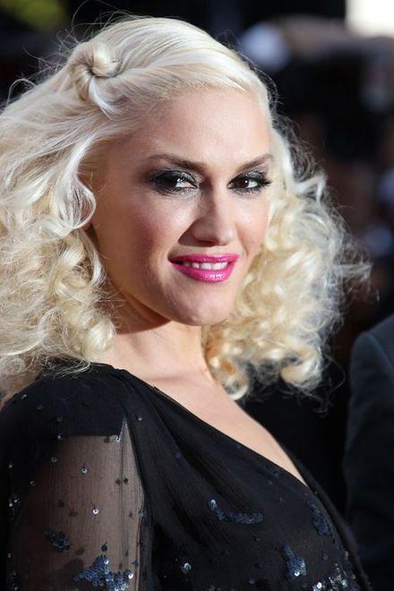 Gwen Stefani w platynowych włosach