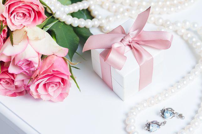 Jaką biżuterię kupić na prezent? To wcale nie takie proste