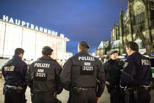 Niemiecka policja otrzymała ponad 800 zawiadomień ws. napaści w Kolonii. Prokuratura wszczęła dotąd postępowanie wobec 21 podejrzanych