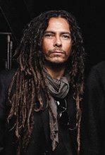 Gitarzysta Korn poślubił Evis Xheneti