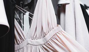 Sukienki z odkrytymi plecami - przegląd trendów