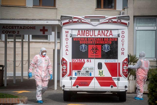 Koronawirus we Włoszech. Poruszające zdjęcie pielęgniarek obiegło sieć
