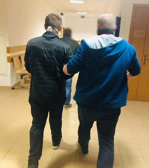 Warszawa. Zaatakowali osoby wypłacające pieniądze, zostali zatrzymani i aresztowani