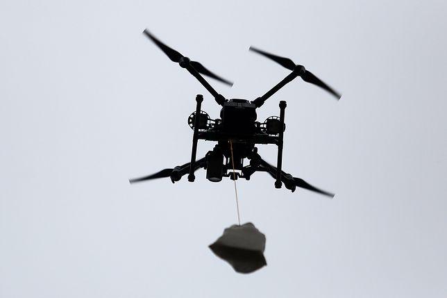 Warszawa. Dron przewiózł próbki do badań na obecność SARS-CoV-2