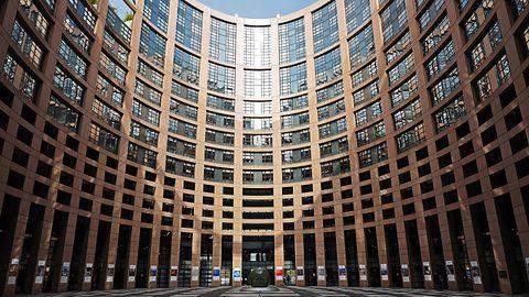 Parlament Europejski przeciw inwigilacji i furtkom w komunikatorach