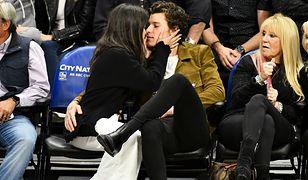 Camila Cabello i Shawn Mendes na meczu NBA. Zaczęli ostentacyjnie się całować