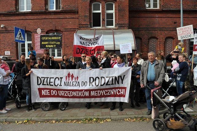 Protest poparcia dla rodziców noworodka