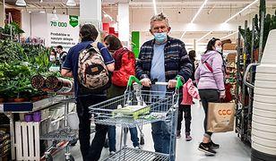Koronawirus w Polsce. Nowe przypadki zakażeń w sklepach