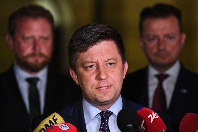 Warszawa. Awaria oczyszczalni ścieków Czajka. Na zdjęciu szef KPRM Michał Dworczyk