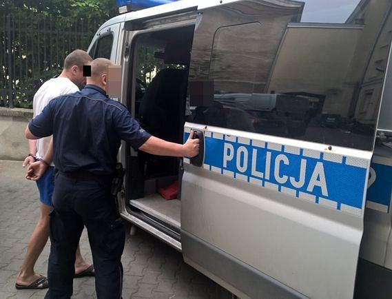 Dwaj Ukraińcy zatrzymani. Atakowali kobiety na Woli: przyduszali je, gwałcili i grozili nożem