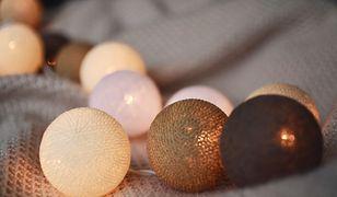 Cotton balls – przebojowe lampki do dekoracji wnętrz