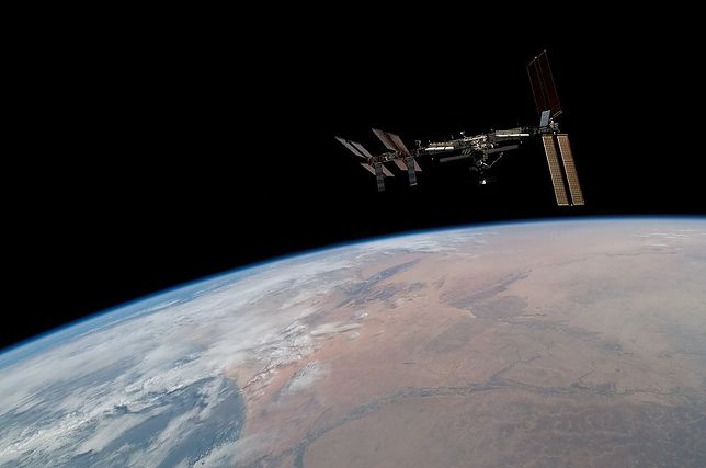 Międzynarodowa Stacja Kosmiczna - astronauci zajmują się instalacją nowej części