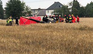 Śmigłowiec runął na pole 60 metrów od drogi