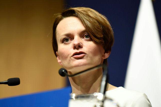 Mąż minister Jadwigi Emilewicz jeździł rządową limuzyną. Tabloid podliczył koszty