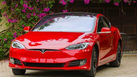 Tesla podatna na nowy atak. Wystarczą 2 sekundy, aby ukraść samochód