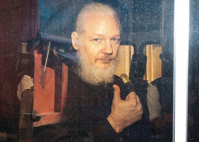 Julian Assange po aresztowaniu w ambasadzie Ekwadoru w Londynie