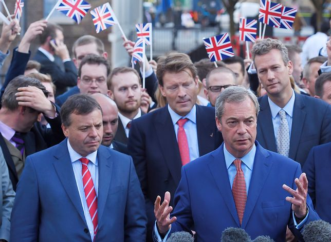 Arron Banks (L) i Nigel Farage (P) - dwie główne postacie kampanii na rzecz Brexitu