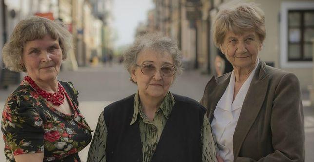 Zofia Szwal (pierwsza z prawej)