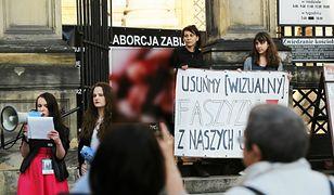 Przedstawiciele fundacji Pro-Prawo do Życia, prowadzili pikiety w wielu miastach Polski, m.in. w Krakowie, Wrocławiu czy Warszawie.