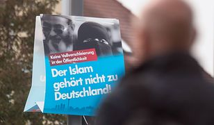 AfD regularnie kolportuje ulotki i plakaty przeciw islamowi