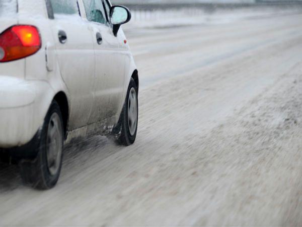Po śnieżycy zamknięte przejście graniczne w Jakuszycach (Dolnośląskie)