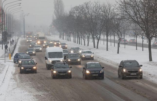 Śnieżna zima to trudny czas dla kierowców
