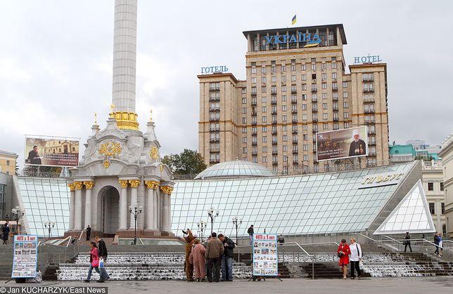 """Majdan Niezależności, a w tle hotel """"Ukraina"""""""