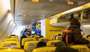 Ryanair męczy nimi pasażerów. Stewardessy mają wcisnąć jak najwięcej towaru