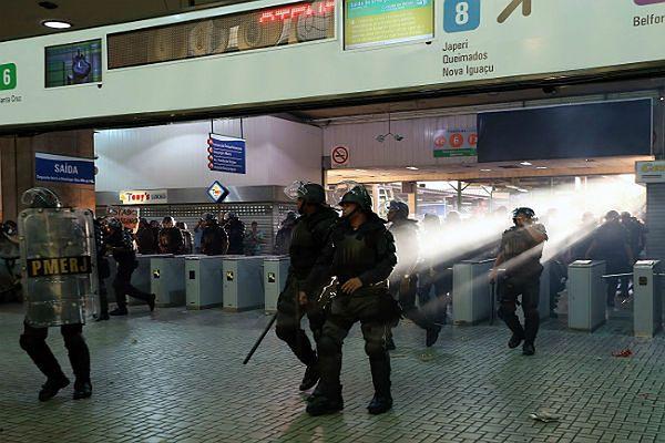 Brazylijska policja próbuje opanować sytuację