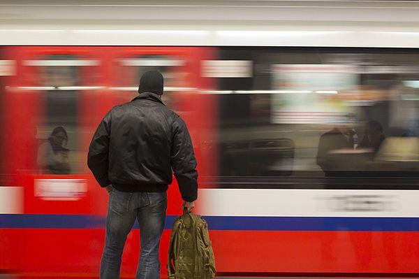 Ewakuacja metra w Warszawie. Gronkiewicz-Waltz: ktoś rozpylił nieznaną substancję zapachową