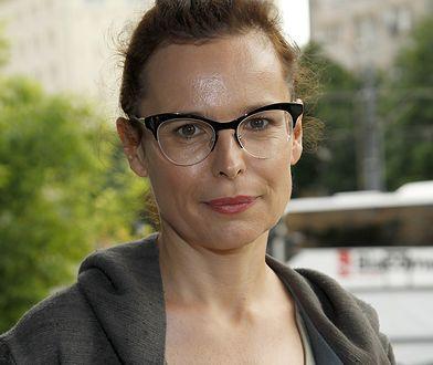 """Agata Passent nawiązała do """"mody na brzydotę"""". """"Mam tyle wad charakteru, braków w IQ, że bez sensu tracić czas na tuszowanie"""""""