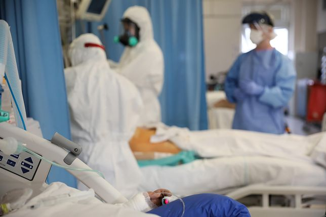 Koronawirus. Chirurg o operowaniu chorych na COVID-19: to wyzwanie