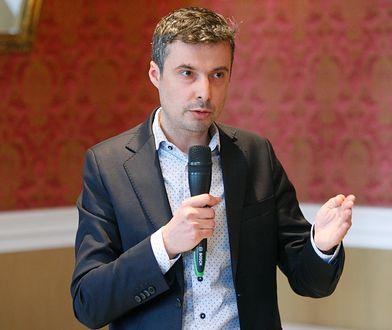"""Poseł Nowoczesnej Radosław Lubczyk sugeruje, że to jeszcze nie jest koniec """"afery kartkowej""""."""