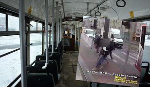 Częstochowa. Pod koła tramwaju wbiegli młodzi ludzie. Kobieta w ciąży trafiła do szpitala.